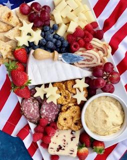 https://thepreppyhostess.com/new-england-patriots-cheese-board/